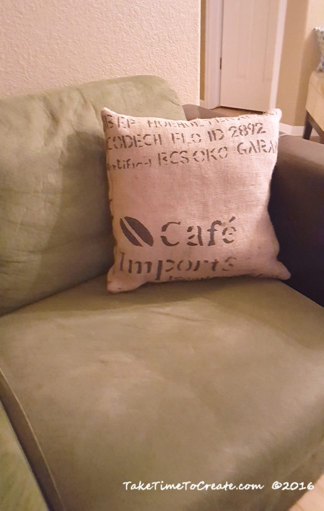 burlap-pillows-3