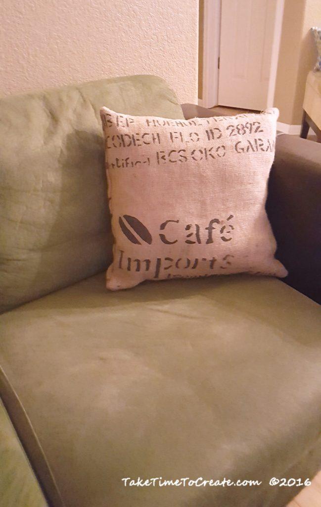 burlap-pillows-3